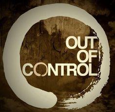 Alles onder controle! Dat kost ongelofelijk veel energie. In werkelijkheid heb je helemaal niets onder controle. Het leven gaat haar eigen gang. Er gebeuren zaken in je leven, die een grote impact kunnen hebben. Een ongeluk zit in een klein hoekje, net als het geluk overigens. Vaak heb je niet eens je eigen gedrag onder controle. (verliefdheid, woede etc.) Vaak duurt het vele jaren, voordat mensen deze les leren en gaan leven met de wetenschap dat niets onder controle is. Dan pas komen je…