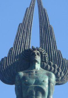 Monumento illuminati y masón en Argentina fíjense como sale lo que a mí me parece un ángel del falso dios haciendo una pirámide con sus alas símbolo de adoración al falso dios que es el de todas las religiones y culturas antiguas y modernas del mundo otra prueba más gracias al verdadero DIOS que es el todo que es ENLIL