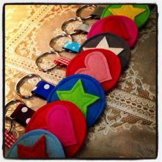 Father's day crafts for kids 20 Felt Crafts, Diy And Crafts, Crafts For Kids, Arts And Crafts, Felt Keychain, Fabric Gifts, Fathers Day Crafts, Birthday Diy, Felt Ornaments