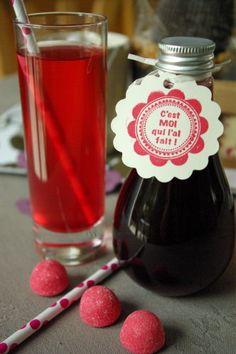 Sirop de fraises Tagada maison avec les bouteilles secouez-moi http://www.mysweetboutique.bigcartel.com/product/bouteilles-plastique-forme-secouez-moi-secouez-moi