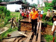 Hujan Lebat, Jembatan Kampuang Dagang Agam Berantakan - sumbarsatu.com