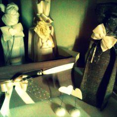 Bottiglie e fiocchetti per una confezione #speciale #CastellodegliAngeli www.castellodegliangeli.com