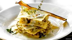 An easy vegetarian lasagna recipe, prepared with aubergines and gorgonzola: learn how to make this tasty lasagna, the perfect first course for your meal. http://www.finedininglovers.com/recipes/first-course/vegetarian-lasagna-aubergine/ #GourmetRecipes #VegetarianFood