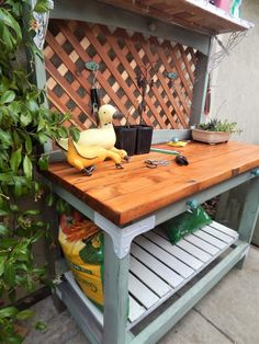 How to build a potting bench using Simpson Strong-Tie's Workbench Hardware Kit. #doityourself #diy #pottingbench #homeimprovement #outdoorliving #gardening