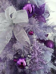 Christmas Tree - purple and silver ornaments and bows / #tarteofgiving