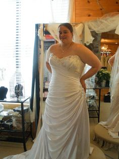The Ultimate Guide To Plus-size Wedding Dress Shopping - Weddbook