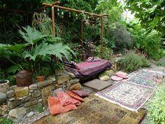 laying carpets over gravel patios for parties Yoga Garden, Meditation Garden, Garden Bed, Garden Nook, Garden Ponds, Garden Oasis, Meditation Space, Garden Spaces, Outdoor Spaces