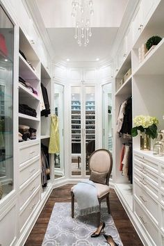 walk in closet, smal maar functioneel!
