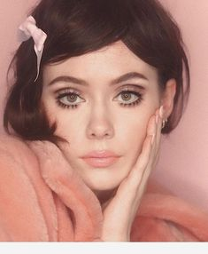 ICONIC FASHION We prepared 2020 autumn-winter makeup trends for you. Let's see which makeup trends will be at the forefront. Makeup Trends, Makeup Inspo, Makeup Art, Makeup Inspiration, Makeup Tips, Hair Makeup, Makeup Ideas, Doll Eye Makeup, Makeup Blush