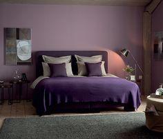 <span>La chambre pourpre</span><br/>Dans cette chambre chic, le violet se fait subtil pour recréer une ambiance boudoir moderne teintée d'un soupçon d'impertinence et d'un brun de mystère. http://www.castorama.fr/store/pages/zoom-sur-tollens-flamant-boudoir.html