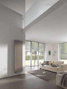 De Kermi therm-x2 Verteo Line zorgt met zijn unieke x2-technologie voor een lager energieverbruik en meer comfort en is geschikt voor alle warmtebronnen. Ideaal voor kleinere ruimten die weinig mogelijkheden bieden voor het plaatsen van een radiator. Het slanke karakter wordt benadrukt door de verticale uitlijning en het fijngeprofileerde frontpaneel.