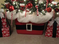 Sew Many Ways...: Santa Claus Tree...put the tree in a Rubbermaid tub! Wow! This site has beautiful Christmas ideas. Lots of red!