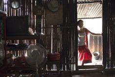 Lungo le rive del Mekong, Laos, 19/03/2013  non so come si chiamasse il posto, era un villaggetto a un'ora di barca da Luang Prabang. camminavo sotto il sole all'ora di pranzo e una signora mi ha invitato a casa per ripararmi dal sole e rimproverarmi di essere in giro a quell'ora. dopo poco é arrivata una ragazzina, figlia di vicini, a vedere com'era fatto l'occidentale sudato. le signore volevano combinare un matrimonio, per questa volta abbiamo evitato.