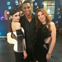 Carson & famous in love cast Famous In Love Cast, No One Is Perfect, Bella Thorne, Romantic Movies, Series Movies, Disney Girls, Disney Movies, Boy Bands, Actors & Actresses