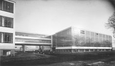Bauhaus Building from north-west, architecture: Walter Gropius, 1926 / photo: Lucia Moholy. Bauhaus-Archiv Berlin / © VG Bild-Kunst, Bonn 2016.
