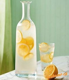 Ways To Beat the Heat Jan. I have successfully replaced Diet Sprite with lemon water :)Jan. I have successfully replaced Diet Sprite with lemon water :) Lemon Infused Water, Lemon Water Benefits, Drinking Lemon Water, Infused Water Recipes, Vino Y Chocolate, Jugo Natural, Fun Drinks, Beverages, Lemonade