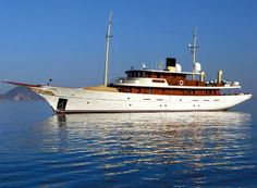 RENT JOHNNY DEPP'S YACHT VAJOLIROJA