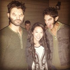 Tyler Hoechlin, Arden Cho and Tyler Posey and one of the twins in the back Stiles Teen Wolf, Teen Wolf Scott, Teen Wolf Mtv, Teen Wolf Boys, Teen Wolf Dylan, Teen Wolf Memes, Teen Wolf Quotes, Teen Wolf Funny, Scott Mccall