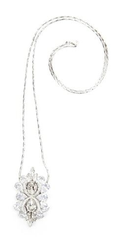 Exquisite! This detachable @saintvintage Swarovski crystal clip can double as a beautiful necklace or a pin for your shirt or scarf. The best addition to your wedding accessories or a great gift for your bridal party!