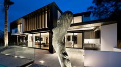 Chic Contemporary House Design with Large Yard: Fascinating Lucerne House Exterior Modern Landscape Antique Sculpture Design Exterior, Modern Exterior, Home Interior Design, Interior Decorating, Home Design, Decorating Ideas, Cool House Designs, Modern House Design, Architecture Résidentielle