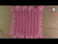 Cojín Drapeado Modelo Espiga - Capítulo 3 - YouTube Canadian Smocking, Designer Pillow, Baby Dress, Crochet, Hand Embroidery, Needlework, Easy Diy, Projects To Try, Couture
