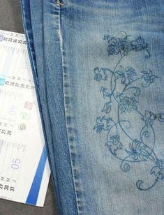 Reproduisez un motif à broder sur le vêtement à customiser à l'aide de papier carbone.