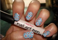 daisy nails blue background
