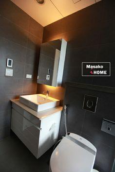 浴室 洗臉台 櫃子側邊衛生紙開洞 沖洗馬桶