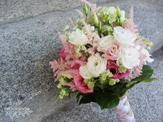Ramo de novia romántico con astilbe, lisianthus y astrantia :: Lisianthus, astrantia and astilbe for a romantic wedding bouquet by Arbolande