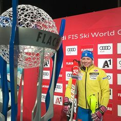 That's 2015 winner @hansdotterfrida in the lead after first run here at @snowspace_flachau! Sendy @wendyholdener is 2nd +0.95 and Attacking Viking @ninaloeseth sits 3rd at +1.08. Tune in for second run at 20:45 CET.