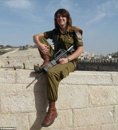 Canadian-Israeli girl who gained renown for joining the Kurds in their fight against ISIS, has come to faith in Yeshua.