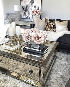 Different Interior Decorating Styles For a Living Room Glam Living Room, Living Room Decor Cozy, Home And Living, Bedroom Decor, Bedroom Ideas, Master Bedroom, Interior Design Career, Best Decor, Deco Table