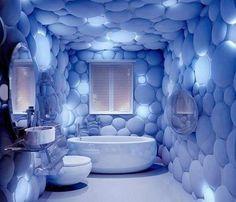 * Excepcional, original... un baño azul fuera de lo común