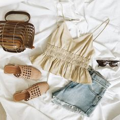34 Inspiring Summer Outfits Ideas With Flats Shoes - There are numerous women who have a bounty of high obeyed shoes on their shoe rack for some reason. Some of them trust that wearing heels is the best . Cute Summer Outfits, Spring Outfits, Cute Outfits, Teen Fashion Outfits, Trendy Outfits, Top Jean, Birkenstock Outfit, Tokyo Street Fashion, Style Grunge