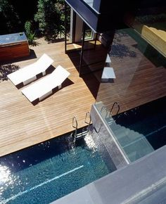 Fascinating Balmoral House Design By Fox Johnston Architects: balmoral house outdoor with white lounge chair and wooden terrace flooring also long pool Small Swimming Pools, Swimming Pool Designs, Lap Pools, Small Pools, Patio Interior, Interior And Exterior, Sustainable Architecture, Architecture Design, Langer Pool