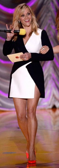 Reese Witherspoon in Mugler paired with Christian Louboutin pumps presents during the MTV Movie Awards. #bestdressed