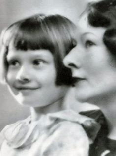 Rare photo of Audrey Hepburn in childhood with mother