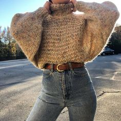 Waist Jeans fall Fall outfit ideas, cream chunky knit sweater with high waist jeans. Fall outfit ideas, cream chunky knit sweater with high waist jeans. Easy and casual warm winter look Casual Winter Outfits, Winter Fashion Outfits, Classy Outfits, Look Fashion, Fasion, Autumn Winter Fashion, Vintage Outfits, Womens Fashion, Winter Outfits For Teen Girls Cold