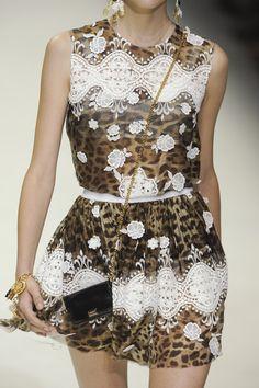 Dolce & Gabbana Spring 2011 - Details