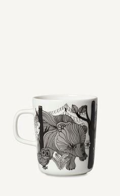 This mug is decorated with a white, black and blue Veljekset pattern. The mug is made of dishwasher, oven, microwave and freezer proof white stoneware.This product was designed to celebrate the anniversary of Finland's independence.