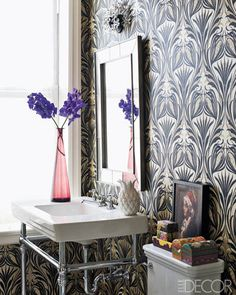 Pretty Patterns: The large-scale pattern breathes life into this small space.