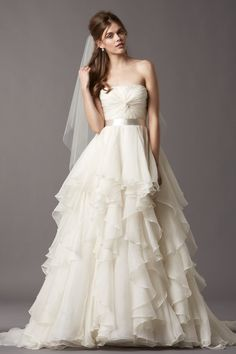 tiered_ruffled_ball_gown_strapless_organza_wedding_dress_with_ribbon