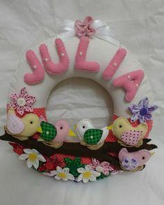 Guirlanda 100 % em feltro e algodão  Pode ser usada em porta de maternidade , no quarto de bebê ou também personalizada para seu bichinho de estimação.  Produto todo costurado à mão.