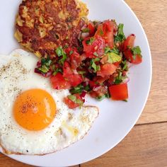 #pre #training meal - large corn & cassava fritter runny egg & @coolchileco chipotle & tomato salsa. The yolks are that orange - these are from Sillfield farm @boroughmarket but those @purtonhouseorga @farmdrop are also that good! #balancing my #macros for another session @morefit_london - glutes on fire! #eatclean #leanmeals #nutrition #paleo #wellbeing #fitfam #ukfitfam #healthyfood #healthyeating #healthyliving #healthyfoodporn #mexican #chef #scientist