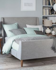 upholstered sleigh bed set http://rstyle.me/n/pw4h6pdpe