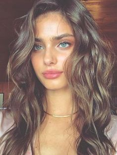 Taylor Marie Hill ♥️ I love the way she has natural eyebrows Also 2017's new trend is to have natural eyebrows but Taylor is wayyy ahead of the game