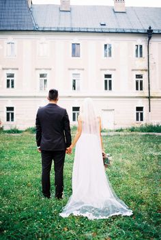 25 bride and groom and old building