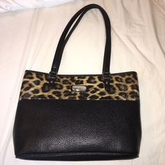 Nine West Purse Never worn purse in perfect condition Nine West Bags Shoulder Bags