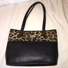 Nine West Purse Cheetah Print Never worn Nine West purse, I love it but it didn't fit me Nine West Bags Shoulder Bags
