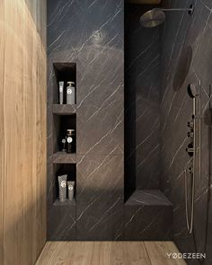aménagement intérieur salle de bains avec une douche italienne